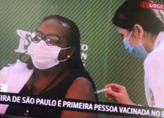 Após aprovação da Anvisa, enfermeira Mônica Calazans é primeira vacinada no Brasil